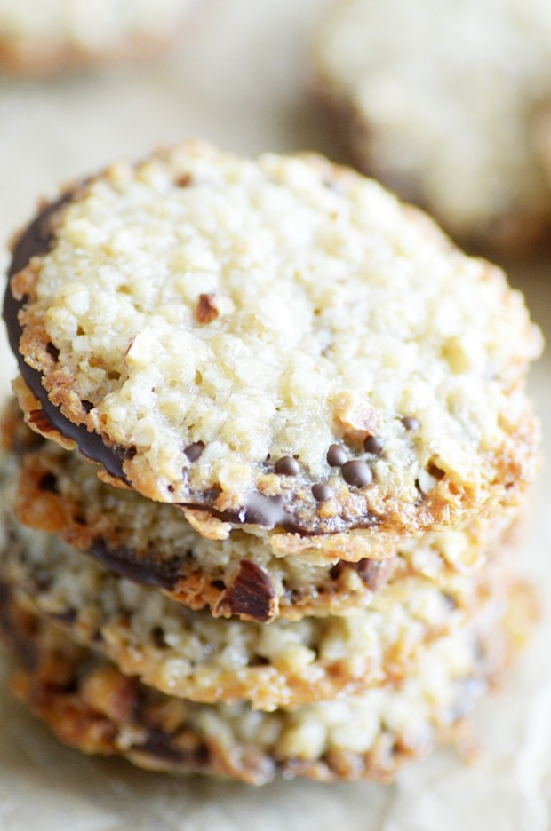 Chewy, crispy, buttery oatmeal cookies on the outside and delicious dark chocolate on the inside!