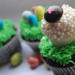 Little Lamb & Easter Egg Cupcakes