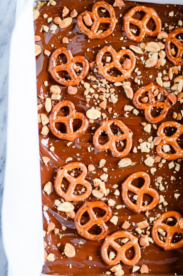 Easy no-bake chocolate peanut butter pretzel bars made with only 5 simple ingredients!