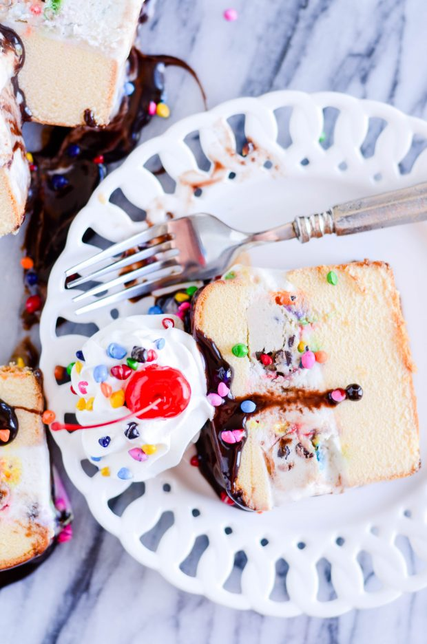 Here's how to make a super simple and delicious cookie dough ice cream cake!