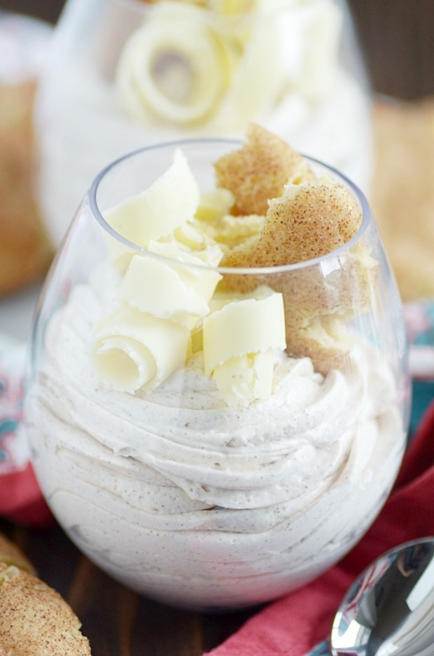 This quick and easy mousse looks fancy, but it's actually SO quick and easy to make!