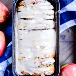 Sweet pull apart bread made with Pillsbury cinnamon rolls, apple pie filling, and topped with a mouth-watering cinnamon icing.