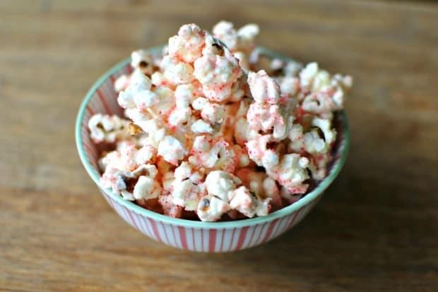 White Chocolate Peppermint Popcorn 02 620x414