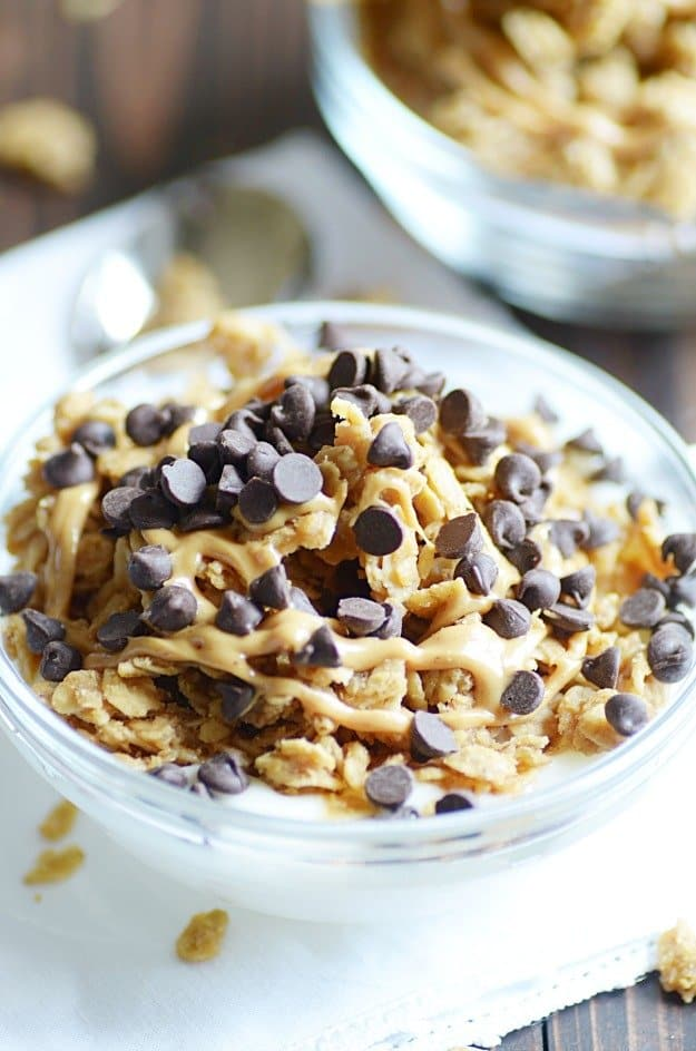 Peanut butter lovers, this easy granola recipe is for you! I love eating it for breakfast or as a snack with a big bowl of yogurt and lots of chocolate chips.