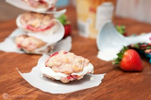 strawberry-shortcake-ice-cream-sandwich-cookies
