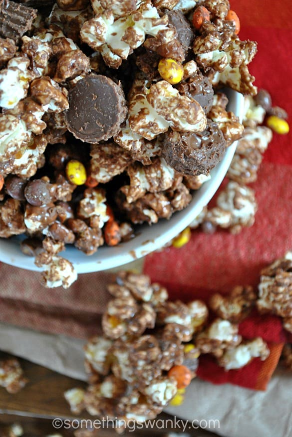 Easy Reese's Popcorn Munch | www.somethingswanky.com
