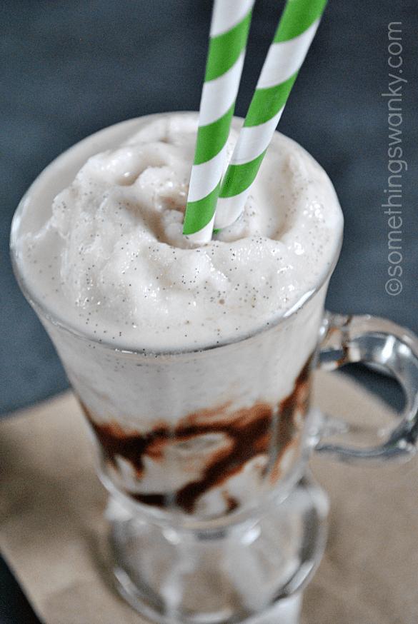 Starbucks Vanilla Bean Frappuccino | www.somethingswanky.com