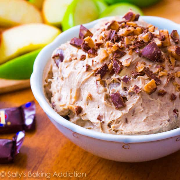 Toffee-Cheesecake-Dip-for-Apples-4