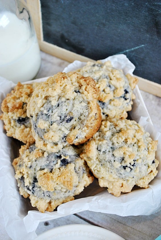 Blueberry Crumble Muffins - Something Swanky