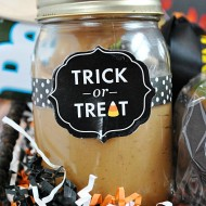 Trick or Treat Basket for Mom (with a recipe for PB Caramel Sauce) | www.somethingswanky.com