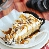 Quick & Easy Caramel Pie | www.somethingswanky.com