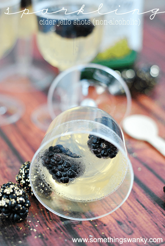 Sparkling Cider Jello Shots (non-alcoholic) | www.somethingswanky.com