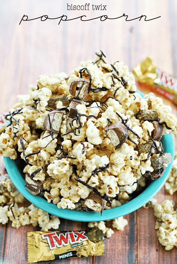 Biscoff Twix Popcorn | www.somethingswanky.com