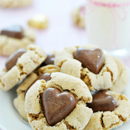 Peanut Butterfinger Blossoms | www.somethingswanky.com