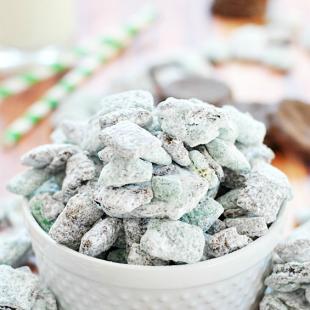 Thin Mint Muddy Buddies | www.somethingswanky.com #3weeksofGScookies