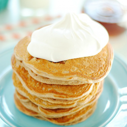 Carrot Cake Pancakes | www.somethingswanky.com