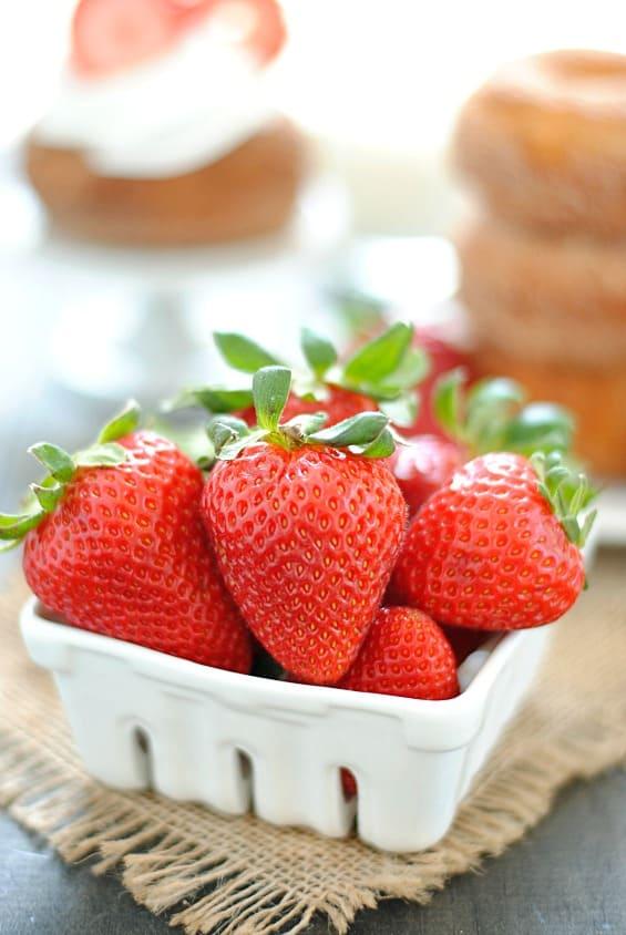 Strawberry Shortcake Donuts | www.somethingswanky.com @driscollsstrawberries #strawshortcake