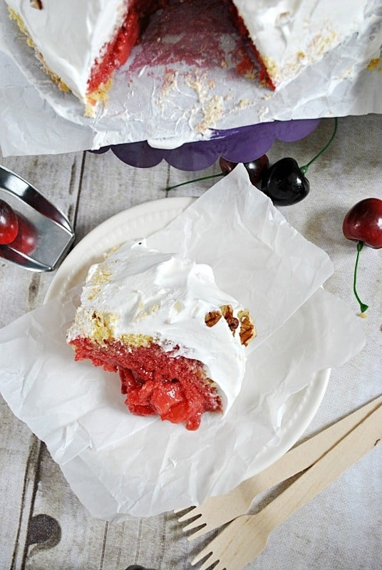 Strawberry Shortcake Overnight Pudding is PERFECT for the 4th of July! Recipe on www.somethingswanky.com
