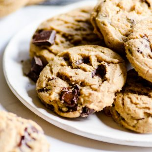 Would YOU pay $250 for a chocolate chip cookie recipe? Urban legend says this copycat recipe for Neiman Marcus chocolate chips cookies cost one unsuspecting customer exactly that! But I'll give it to you for free :)