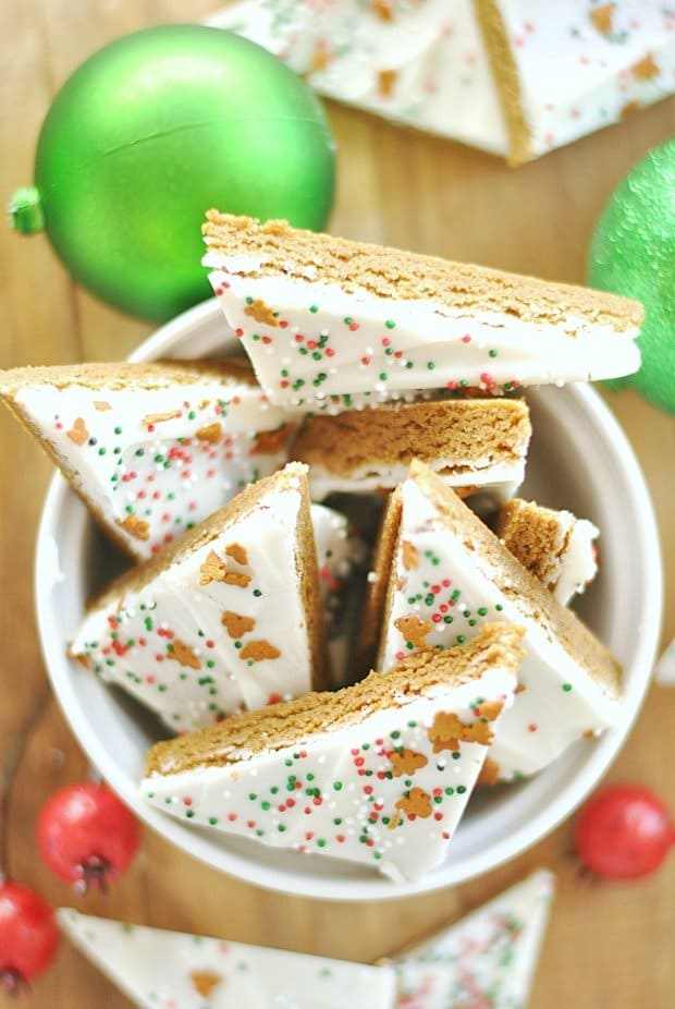 This gingerbread cookie bark is so easy and so cute! Perfect for Christmas cookie giving and eating. #getyourbettyon