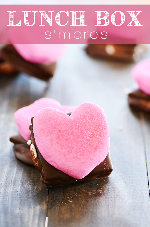 The only thing better than s'mores are s'mores that you can pack up and take with you on-the-go. Plus, super cute for Valentine's Day :)