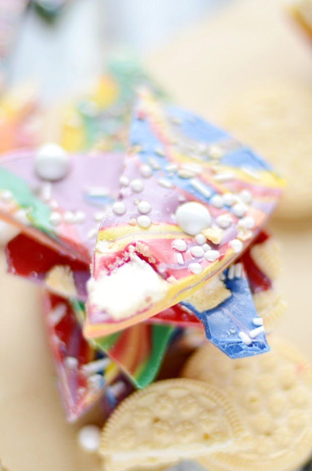 Golden Oreo Rainbow Bark is super cute for St. Patrick's Day goodies!