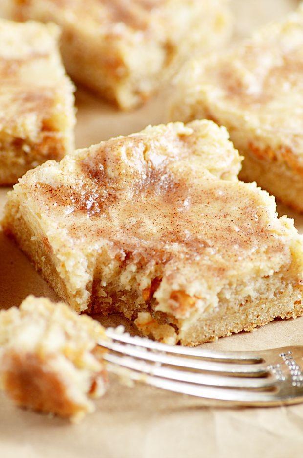 Snickerdoodle Gooey Cake Bars