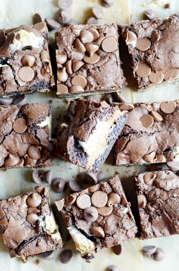 Chewy, fudgy brownie cookie bars with a marshmallow swirl, and graham cracker crust layer, and semi-sweet chocolate chips.