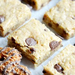 Chewy buttery blondies full of caramel, coconut, and chocolate chips inspired by your favorite Girl Scout cookies!
