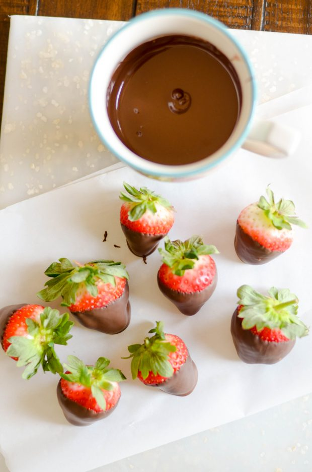 Delicious and easy Chocolate Covered Strawberry Trifle perfect for Valentine's Day <3