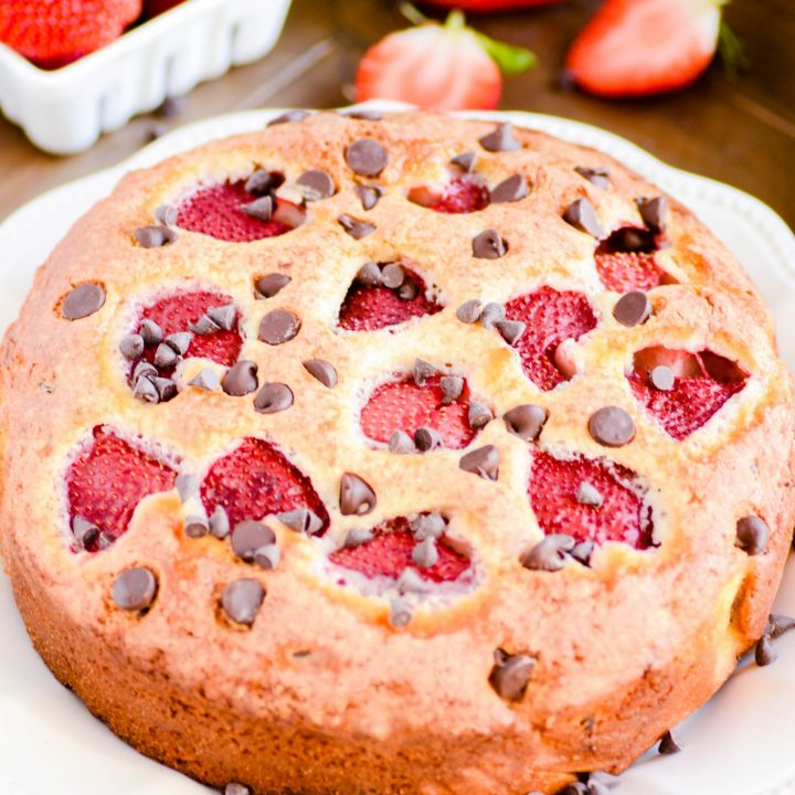 A recipe for a single-layer vanilla cake with chocolate chips and fresh strawberries.