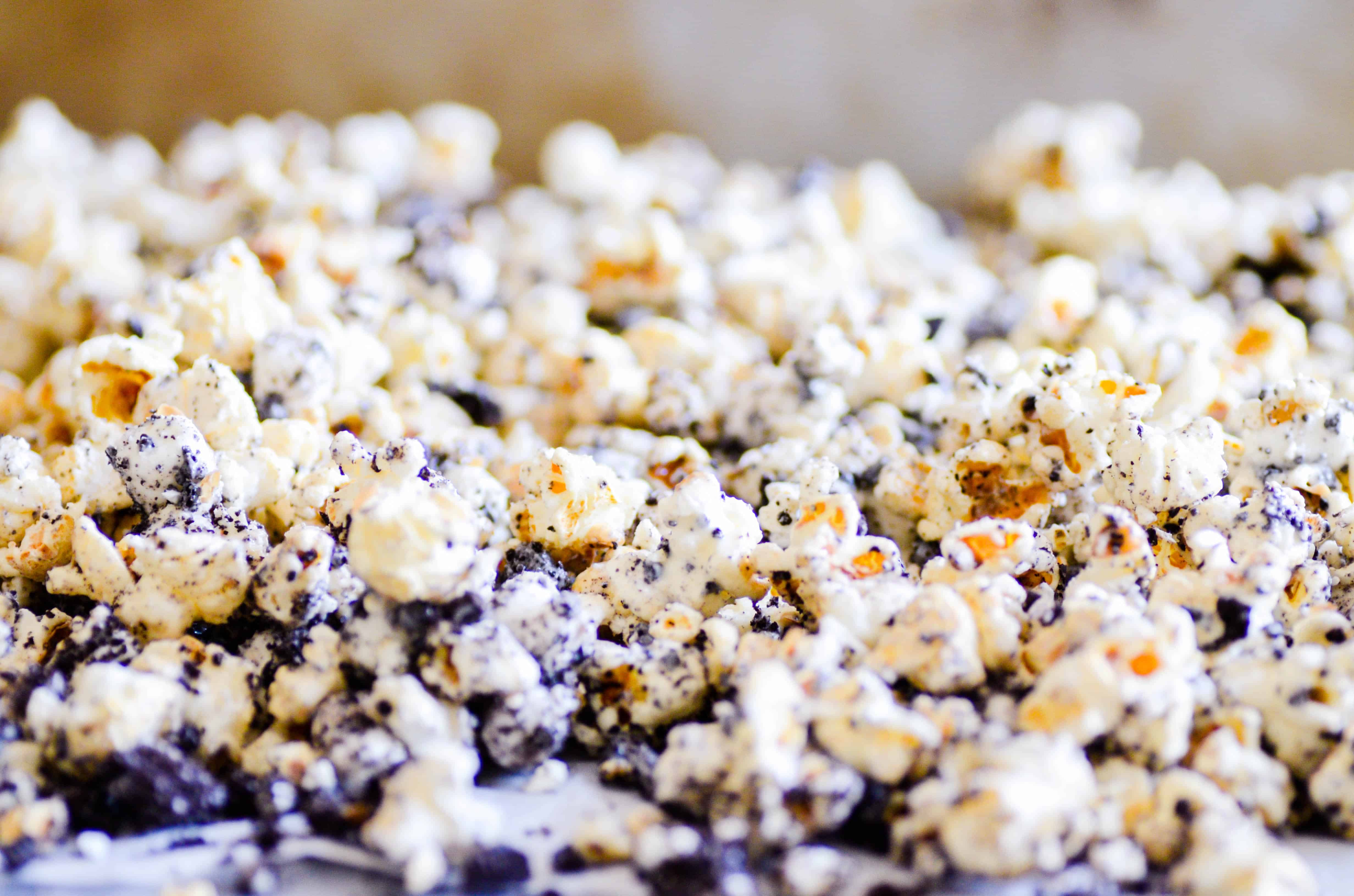 Kettle corn, Oreos, and marshmallows coated in white chocolate. This recipe is an easy, no-bake recipe perfect for packaging, sharing with a crowd, or enjoying during a family movie night.