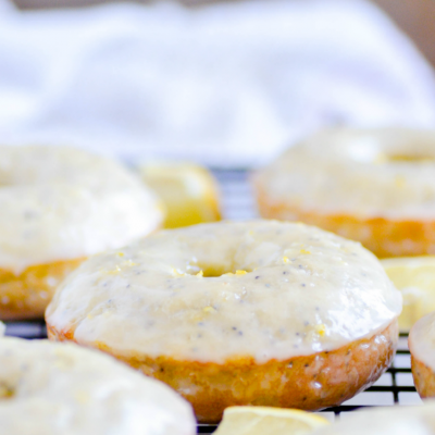 These Baked Lemon Poppyseed Donuts were utterly AMAZING. It's sunny summer perfection in a donut ????????.