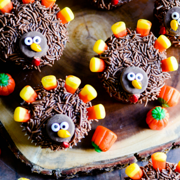 Cute, easy, and super sweet Turkey Thanksgiving Cupcakes. These are the perfect Thanksgiving day treat for both kids and grown-ups!