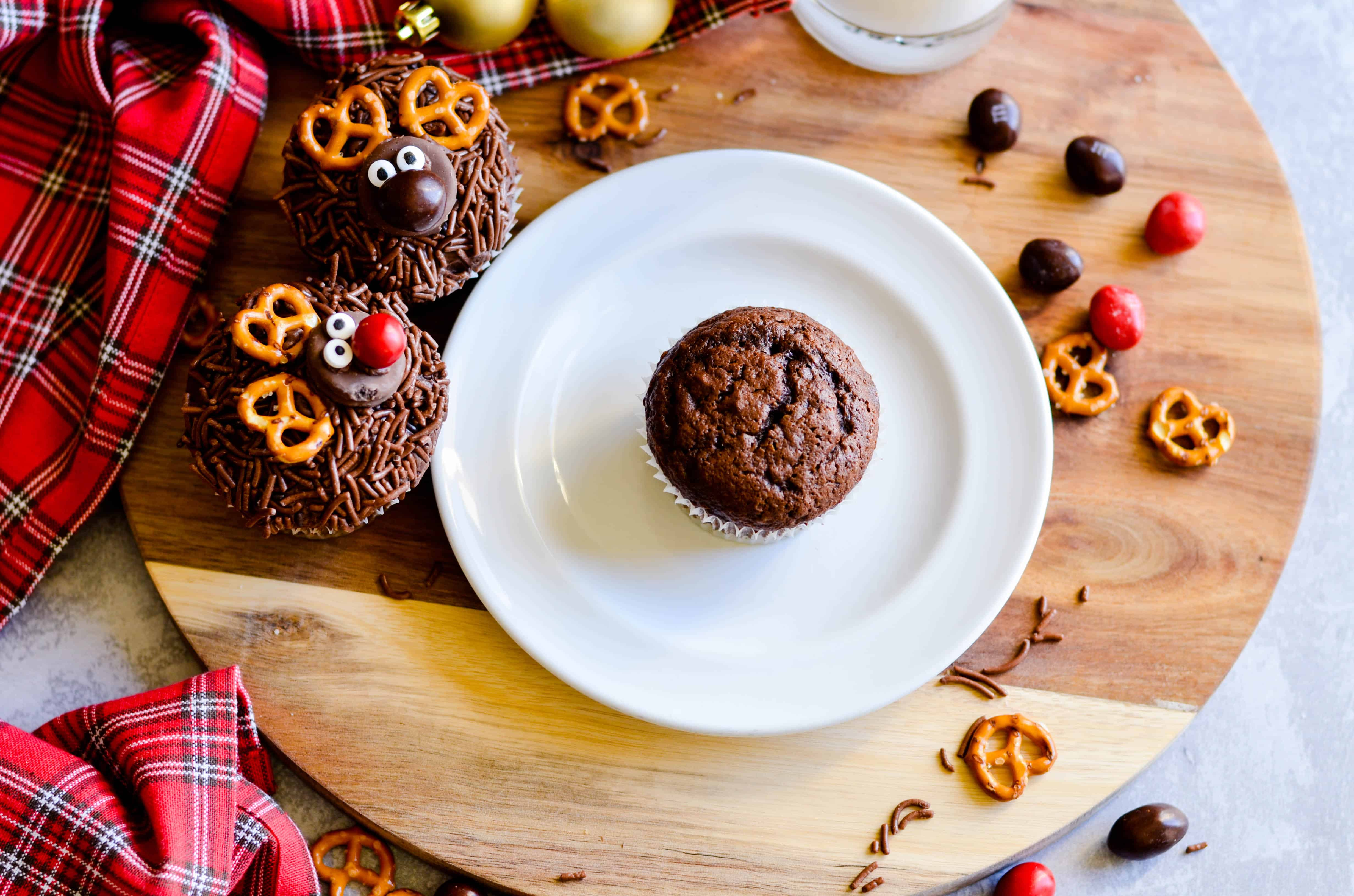 3 Quick & Easy Reindeer Treats: Cupcakes, Cookies, and Chocolate Bark!