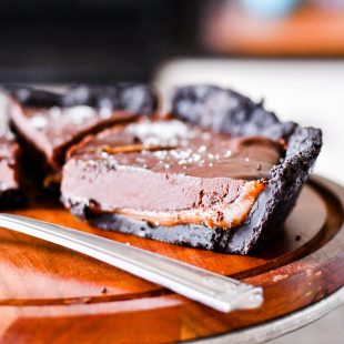 This Caramel Oreo Pie is melt-in-your-mouth good!